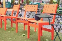 Michael Landwehrjohann, Nach dem Regen: Stühle im Bryant Park, NY